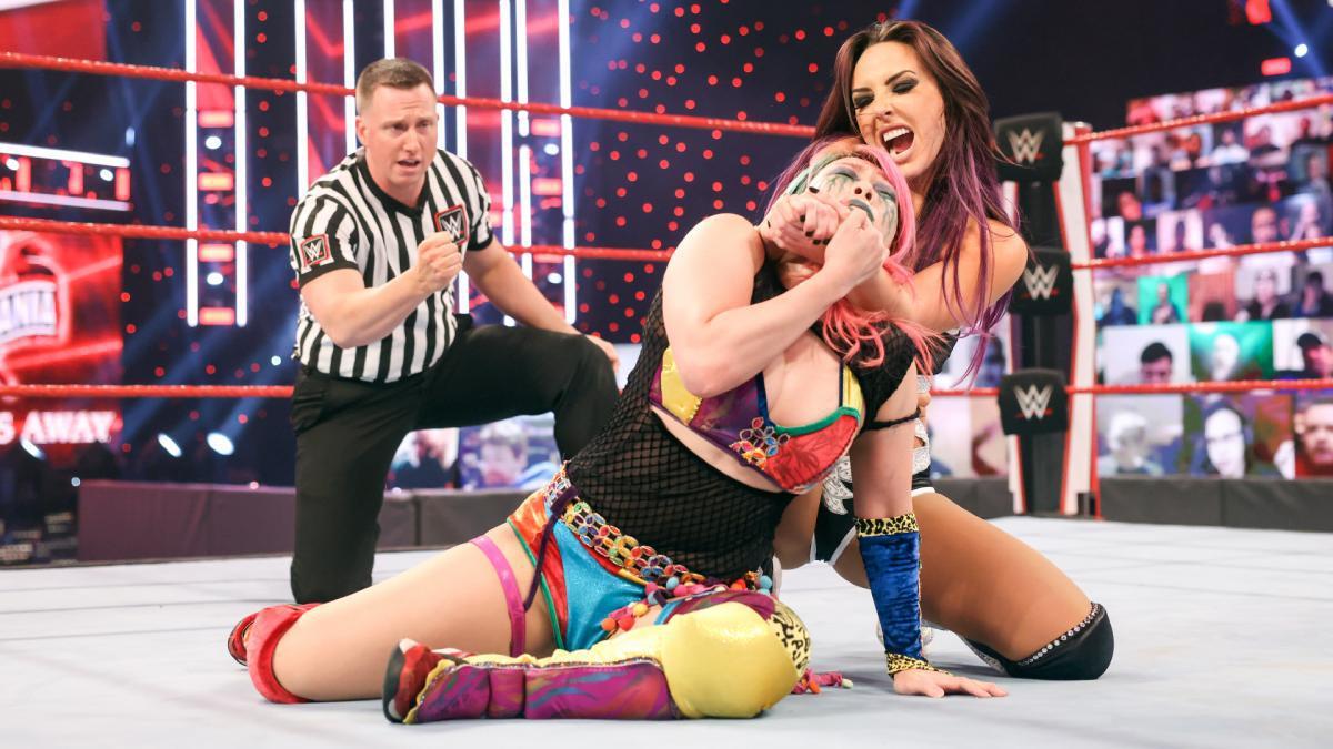 劳斯难敌明日女皇 里普利首秀叫阵RAW女子冠军