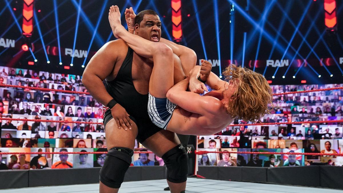 谁将挑战德鲁WWE冠军头衔?三重威胁赛见分晓!