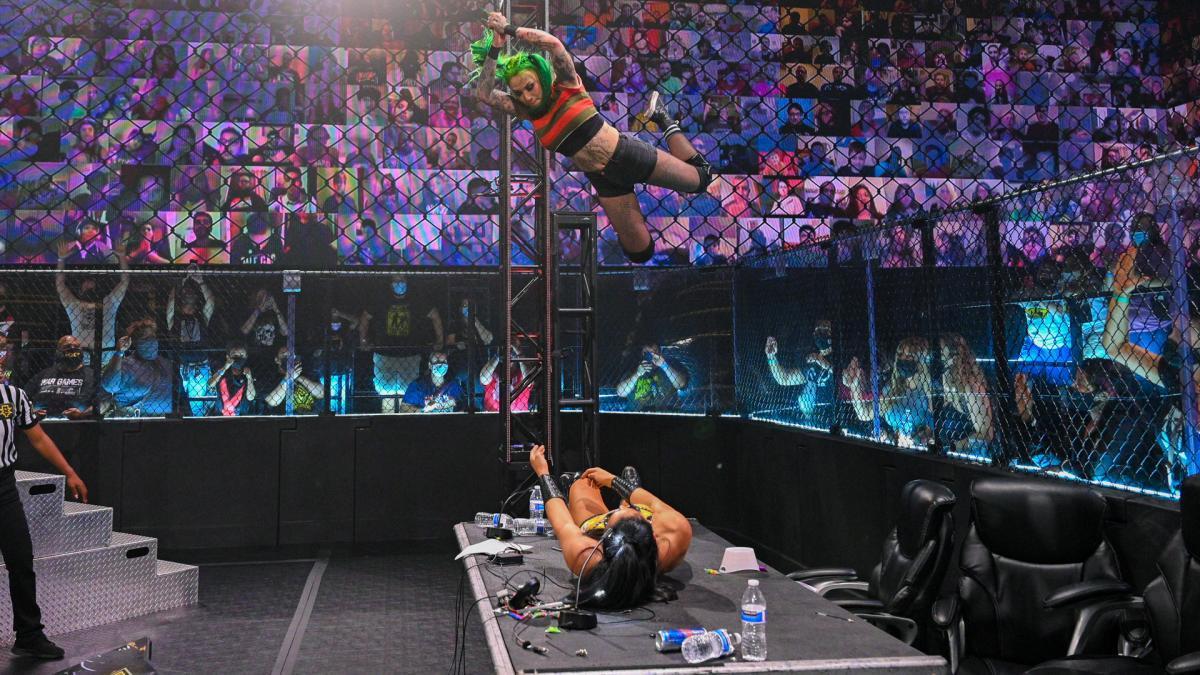 女子双打冠军街头赛 各种道具齐上阵 狼姐高空坠击