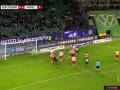 第90分钟沃尔夫斯堡球员施拉格尔射门 - 打偏
