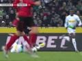 第40分钟门兴格拉德巴赫球员贝尼斯黄牌