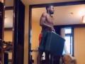 健身界的一股清流!永昌新援奥斯卡拿行李箱练肌肉