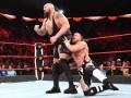 RAW第1390期:铁拳大战 大秀哥&欧文斯&萨摩亚乔VS罗林斯&AOP