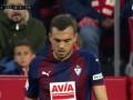 第37分钟塞维利亚球员本耶德尔抢断成功