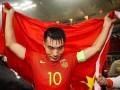 中国足球10年旗帜 小将郑智荣誉的背后也写满悲情