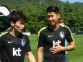 太疯狂!韩国队训练引无数女球迷围观 尖叫声此起彼伏