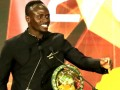 马内首次荣获非洲足球先生!现场展示招牌庆祝动作
