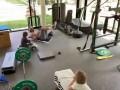 拉莫斯家中健身房疯狂撸铁 三位萌娃集体抢镜