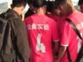 申花赛后暖心一幕 众明星球员与海口当地小球迷合影签名