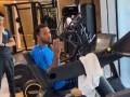 富力登贝莱健身房训练回头耍帅 朝镜头送上飞吻