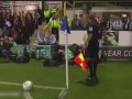 联赛杯搞笑一幕!角球区摄像大哥抢戏 板凳旋转竟人仰马翻