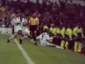 历史上的今天:1998年曼联3-3巴萨 小贝圆月弯刀独造3球