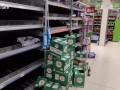 疫情下的伦敦超市!消毒用品货架被搬空 肥皂限量购买
