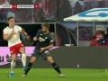 第54分钟RB莱比锡球员哈尔斯滕贝格黄牌