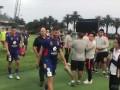上港冬训期间与当地球队热身赛 赛后胡尔克与对手合影
