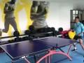 苏宁易购队长吴曦归队 训练前先打一盘乒乓球热热身