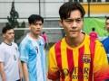 全能艺人陈伟霆踢足球指哪打哪 如此可爱的饱饱你怎能不爱?