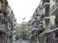 特殊时期!希腊因疫情停办国庆节 民众阳台上插国旗庆祝