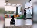 梅西与儿子玩足球 助攻儿子头球破门
