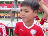人物志-小鲍讲述小兄弟间温情一幕 立志带领国足进世界杯