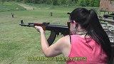 AK47连续射击后,枪管能将一串培根烤熟吗?结果让人意外!