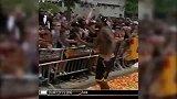篮球-16年-嗨翻全场!JR赤裸上身与球迷击掌庆祝-专题