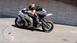 公升级摩托加速赛:宝马S1000RR对战川崎ZX-10R!