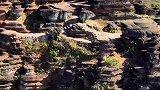 这里是贵州红石林 10多个小时车程,消耗4瓶饮料,3次WC,两顿饭,就为看一眼这个亿万年才形成的远古洪荒巨作