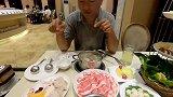在三亚星级酒店,品尝海南的特色椰子鸡,一不小心就吃多了