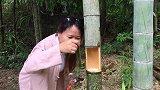 妹子对着竹子花式取竹子佳酿