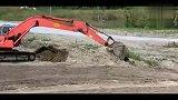 日立ZX330LC挖掘机工作视频表演