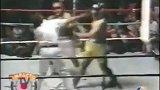 El día que Diego Maradona boxeó con Falucho Laciar.mp4