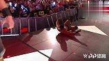 WWE中国-20190416-RAW:人间怪兽赶尽杀绝 将EC3砸爆LED屏幕 扔到舞台角落
