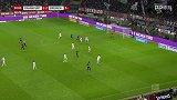下半场补时第3分钟法兰克福球员帕西恩西亚射门 - 打偏