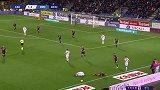 第69分钟卡利亚里球员乔瓦尼·西蒙尼黄牌