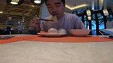 小伙在三亚五星级酒店吃早餐,就餐环境和食材一流,一顿饭248