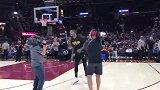 篮球-17年-无愧神经刀!JR史密斯中圈超远三分命中引爆全场-新闻
