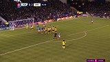 第77分钟阿森纳球员大卫·路易斯射门 - 被扑