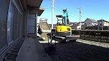 久保田RX306挖掘机在工作,推土铲的作品