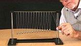 牛顿摆的新玩法15个铁球一起摆动,过程看得眼花缭乱!