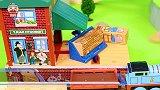 玩具小剧场:托马斯火车在游乐园里玩耍