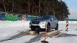 Subaru xv 雪地过障碍