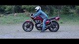 摩托车和跑车追逐之CB750F