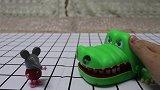 奥特微剧场:笑笑鳄鱼想交朋友,结果小动物全被吓跑了