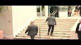 时尚戛纳红毯-20130516-评委克里斯托弗亮相戛纳 笑容灿烂绅士风度