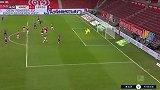 第15分钟RB莱比锡球员亚当斯进球 美因茨0-1RB莱比锡