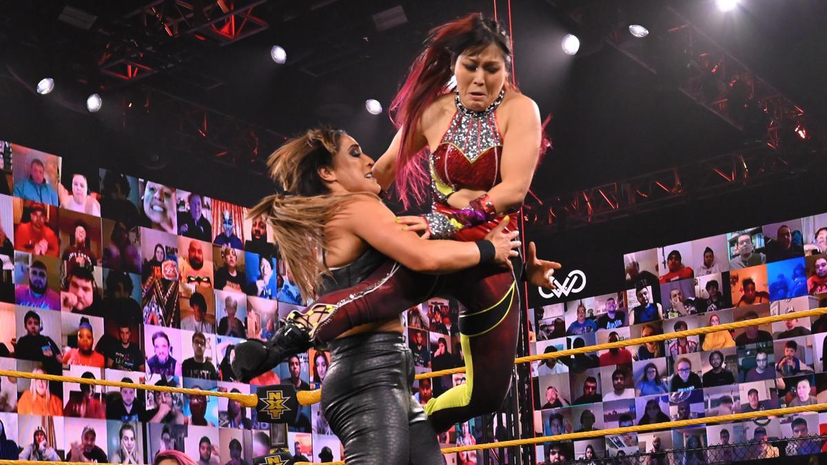 剑指NXT女子冠军 冈萨雷斯双打赛过招紫雷