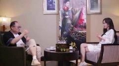 杨幂新片戏份杀青众人合影留念 雷佳音站在一旁表情搞笑